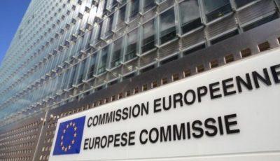 Comisia Europeană: vor fi interzise peste 4.000 de substanţe folosite în cerneala pentru tatuaje şi machiaj permanent