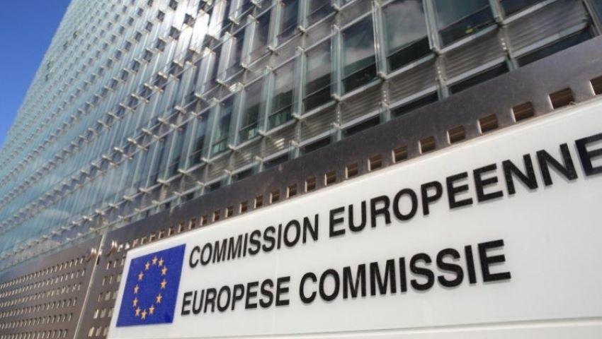 Foto: Comisia Europeană: vor fi interzise peste 4.000 de substanţe folosite în cerneala pentru tatuaje şi machiaj permanent