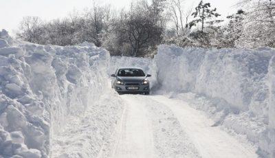Zăpadă de peste un metru jumătate în România. Risc de avalanșă
