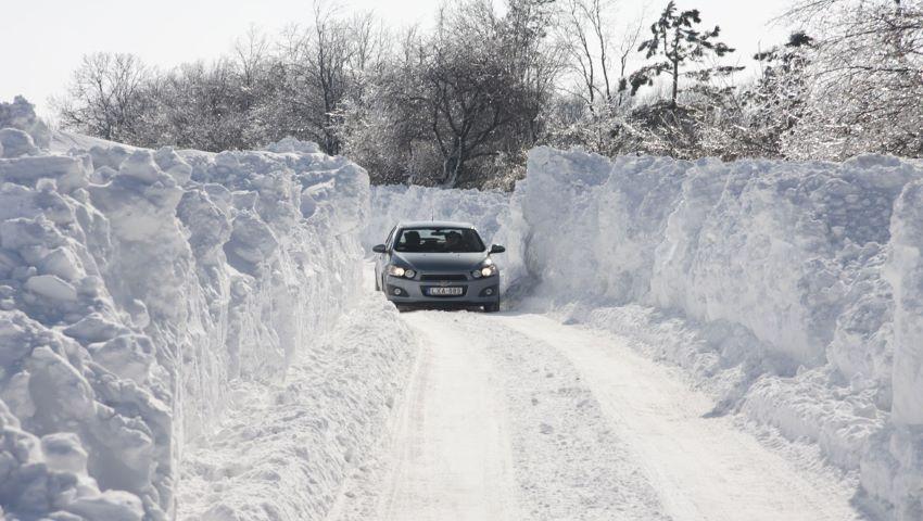 Foto: Zăpadă de peste un metru jumătate în România. Risc de avalanșă
