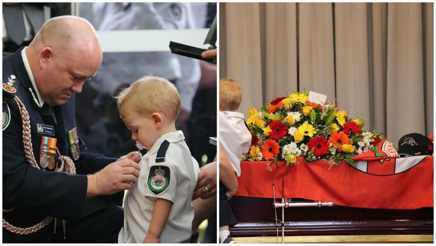 Foto: Fiul unui pompier care și-a pierdut viața în incendiile din Australia a primit medalia tatălui său