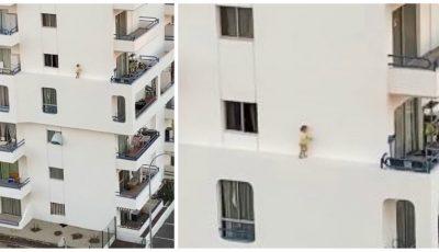 Scenă șocantă. O fetiță iese pe fereastră, apoi merge pe bordura îngustă a fațadei blocului