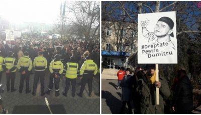 Protest la Ialoveni. O mulțime de oameni s-a adunat pentru a cere să se facă dreptate în cazul tânărului care a fost ucis