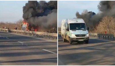 Video. Incendiu uriaș. Un autobuz cu pasageri a fost cuprins de flăcări, pe traseu la Peresecina