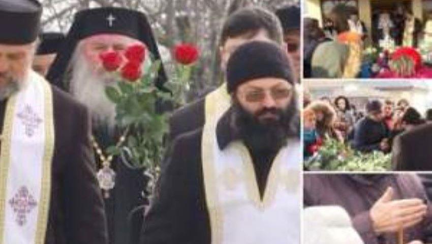 Foto: A plâns și Mitropolitul. Durere mare la înmormântarea celor patru copilaşi care au murit în incendiu