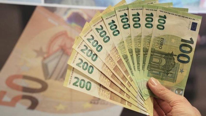 Foto: Un bărbat din Iași s-a trezit cu 27.000 de euro, în cont, şi nimeni nu îi poate lua banii