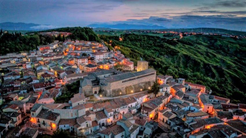 Foto: Case scoase la vânzare cu 1 euro, într-un oraș din Italia