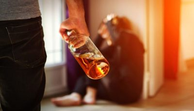 Patima moldovenilor pentru alcool crește de la an la an. Mii de cetățeni sunt afectați