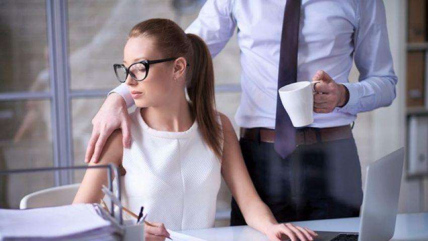 Foto: Date alarmante. Fiecare a cincea angajată din Moldova este supusă hărțuirii sexuale la locul de muncă