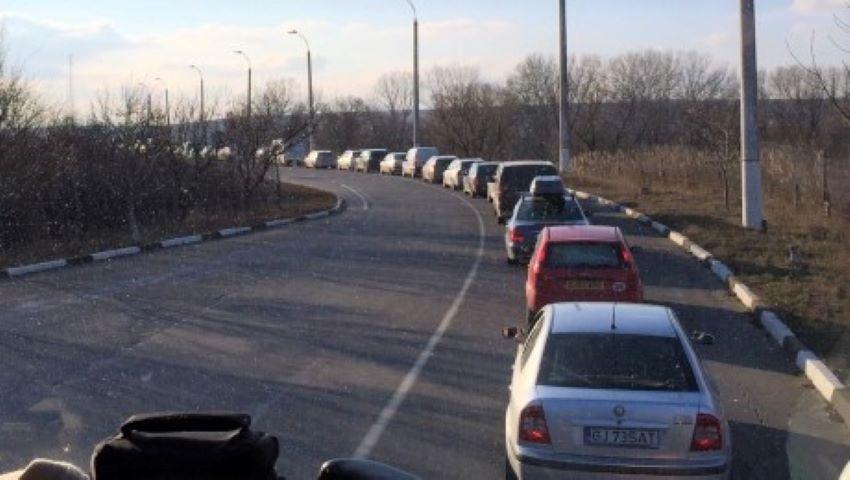 Foto: Moldovenii pleacă de acasă. Peste 40.000 de persoane, la ieșirea din țară