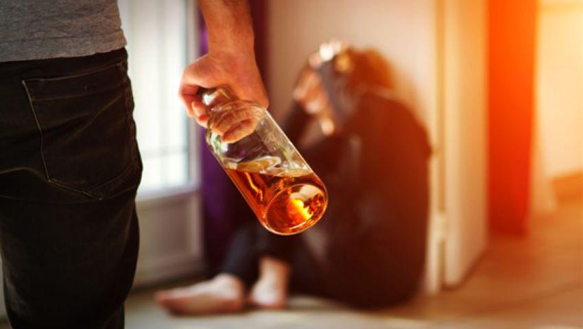 Foto: Patima moldovenilor pentru alcool crește de la an la an. Mii de cetățeni sunt afectați