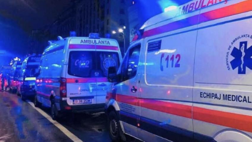 Foto: O ambulanță în care se afla un bebeluș de două luni, implicată în accident