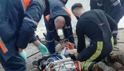 Un copil de 12 ani, salvat de la moarte, după ce a căzut în lacul din parcul Valea Trandafirilor