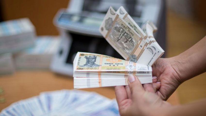 Foto: Angajații din sistemul bugetar vor avea dreptul la premii anuale