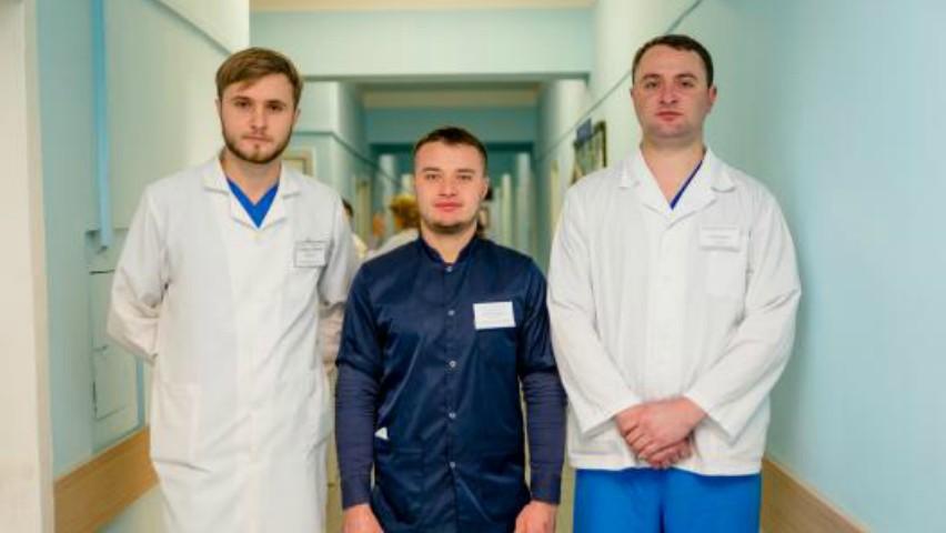 Foto: Trei asistenți medicali din țara noastră care nu au frică de bacilul Koch