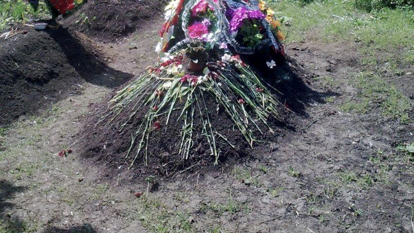 Foto: O femeie din Drochia și-a dezgropat fratele mort și l-a reînhumat într-o altă localitate
