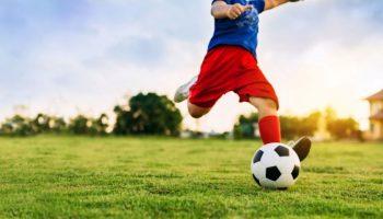 Prima țară din Europa care interzice copiilor să lovească mingea cu capul