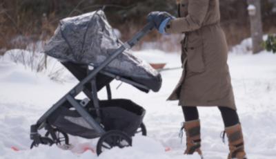 """Rusia: un bebeluș a murit înghețat, după ce a fost lăsat de părinți pe balcon """"să doarmă la aer curat"""""""