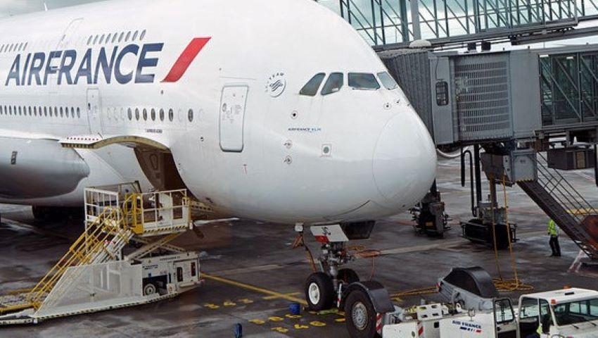 Foto: Un copil de 10 ani a fost găsit mort într-un avion care a aterizat pe aeroportul Charles de Gaulle din Paris