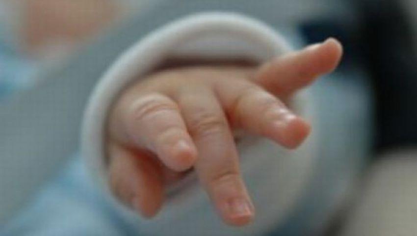 Foto: Un bebeluș de două luni a fost găsit abandonat în curtea unui bloc din Chișinău