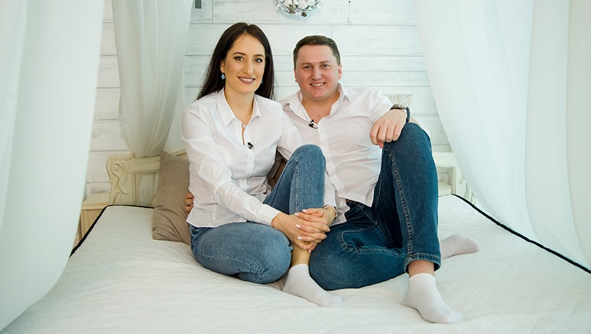 Foto: Carolina și Anatol sunt pe aceeași undă. Muncesc noaptea, iar dimineata, când omul de rând pleacă la muncă, ei sting lumina în dormitor