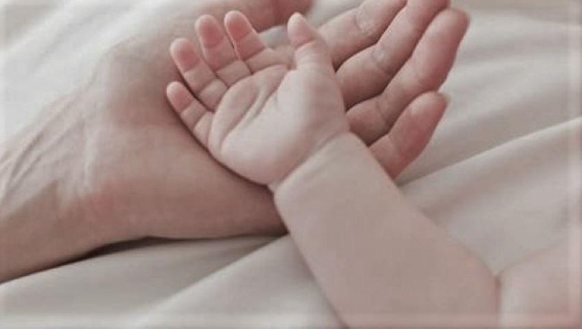 Foto: Un bebeluș de 6 luni a murit în somn. Acesta ar fi fost sufocat de mama sa