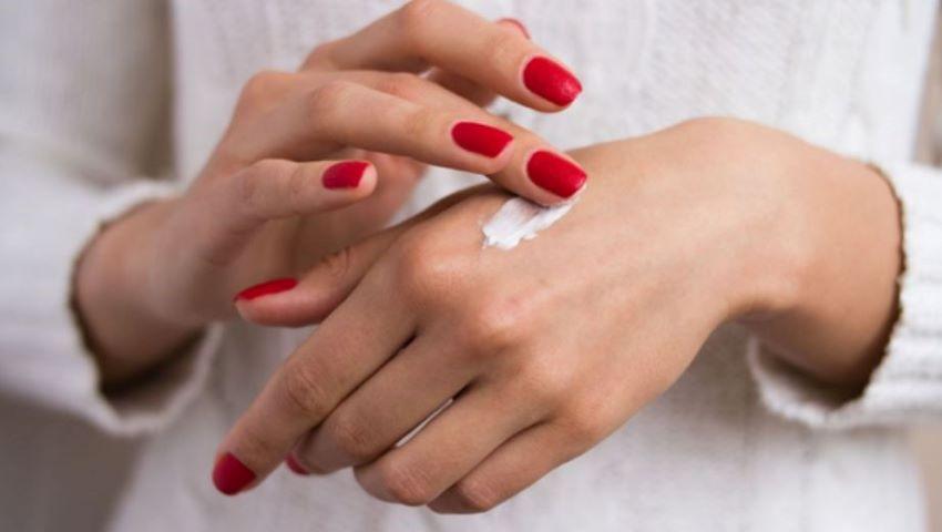 Foto: Mâini catifelate, moi și plăcute la atingere? Iată secretul