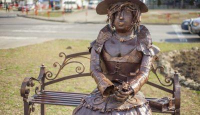 Sculptura de pe aleea pietonală din sectorul Ciocana a fost vandalizată