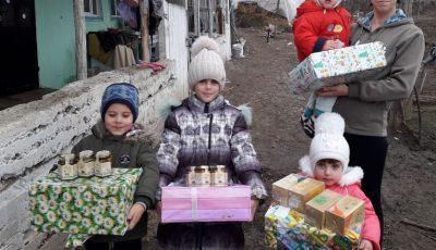 """""""Cadoul din cutia de pantofi"""" a adus zâmbete pe fețele a peste 3.500 de copii"""