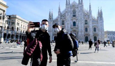 La Milano, trei măști din hârtie se vând cu 70 de euro