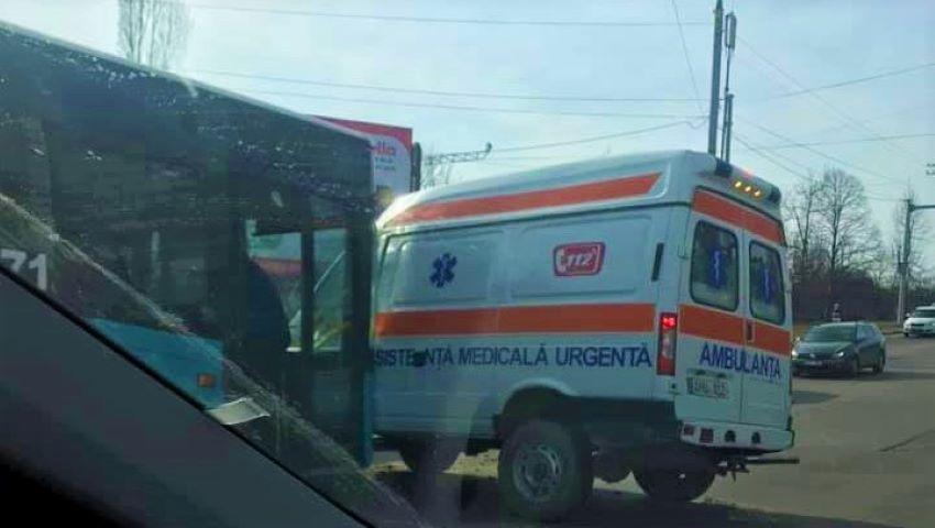Foto: Detalii despre starea de sănătate a medicului și șoferului ambulanței implicată într-un grav accident în Capitală
