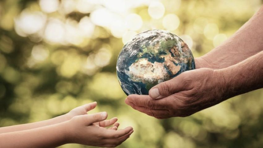 Foto: Soluția controversată propusă de o profesoară britanică pentru schimbările climatice: Nu mai faceți copii