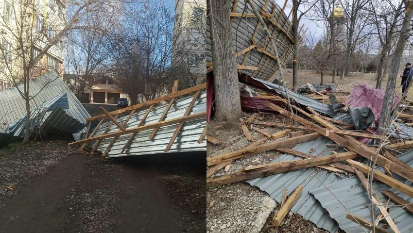 Rafale uriașe de vânt în Moldova. Zi grea pentru salvatorii care au intervenit în mai multe situații de risc