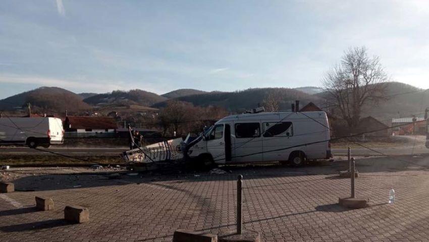 Foto: Un microbuz cu moldoveni, împlicat într-un accident în România: doi răniți