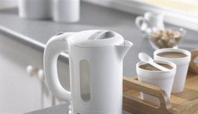 Un specialist în genetică recomandă să scăpăm de ceainicele din plastic