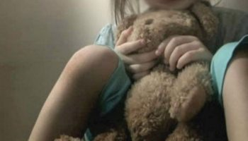 O fetiță de 13 ani, însărcinată în 7 luni. Detalii șocante despre tatăl copilului