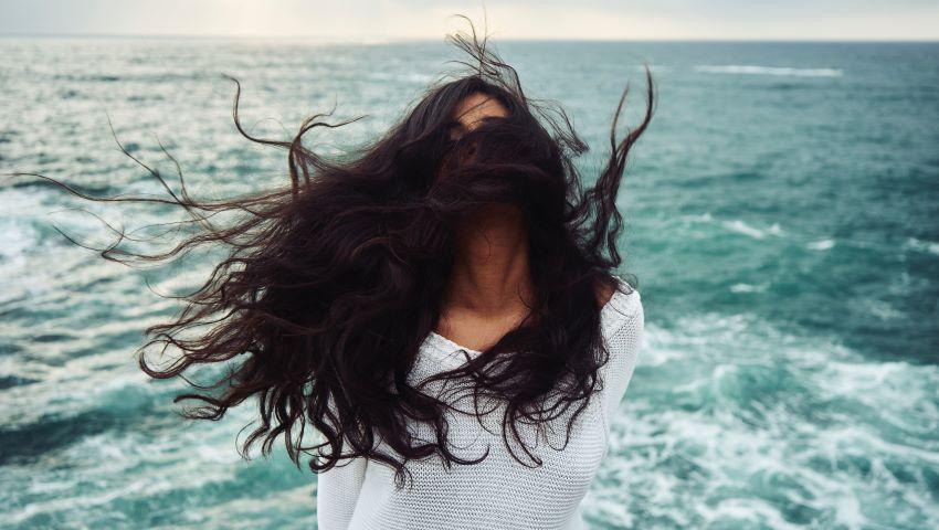 Foto: Care este cauza căderii părului în anotimpul rece și cum o poți preveni!