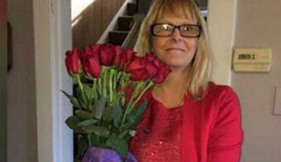O femeie continuă să primească flori de la soțul ei care a murit în urmă cu 8 ani