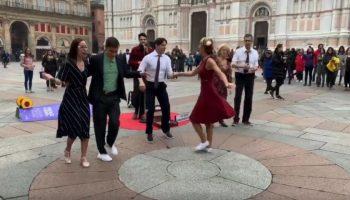 Moldoveanul Ion Dodon a oferit un moment deosebit în Piazza Maggiore din Bologna! Video