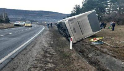 Un autocar plin cu moldoveni, care venea din Italia, s-a răsturnat