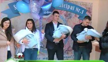 Emoții de fericire! Trei frățiori sănătoși au fost externați din maternitate