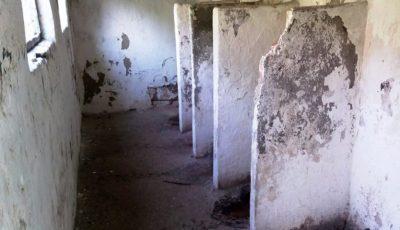 WC-urile din curtea școlilor sunt într-o stare jalnică