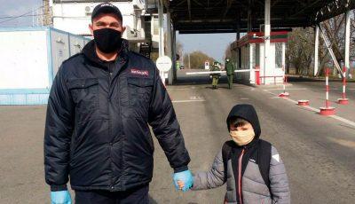 Un copil de 8 ani a fost ajutat de milițienii transnistreni să ajungă la mama sa, în Chișinău
