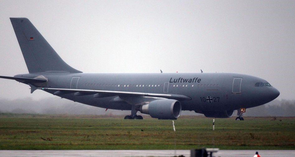 Foto: Germania a trimis un avion militar de terapie intensivă în Italia, pentru a lua bolnavi gravi să fie tratați la ei