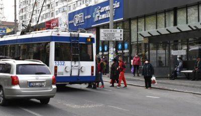 Chișinău. Lume multă în transportul public