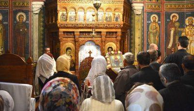 Un preot din Chișinău, amendat cu 25 de mii lei. La slujbă nu s-a respectat distanța socială