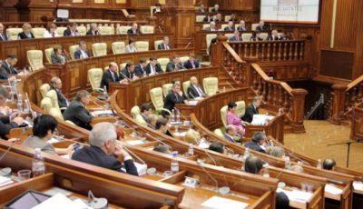 Un deputat moldovean și-a luat astăzi copilul la Parlament, după ce s-au închis școlile