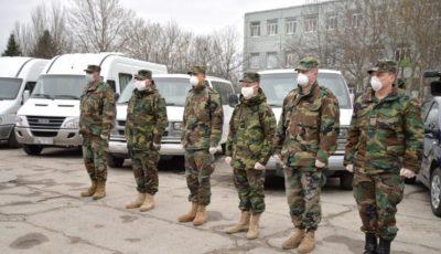 Medicii din Chișinău sunt transportați la muncă cu microbuzele Armatei Naționale
