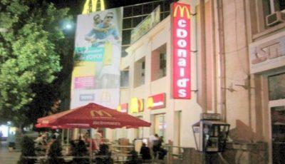 McDonald's oferă echipajelor de poliție și ambulanță câte un sandviș și o băutură caldă