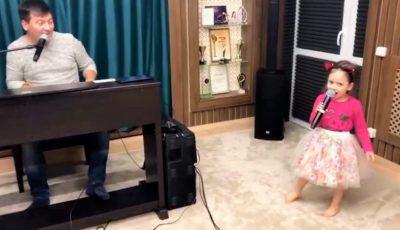 Ioana, fiica artiștilor Costi Burlacu și Corina Țepeș, a topit inimile internauților! Vezi cum cântă în duet cu tatăl său